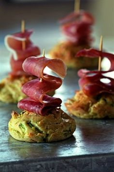 Minicakes with courgette and ham Savoury Baking, Appetisers, Clean Eating Snacks, I Love Food, Finger Foods, Food Inspiration, Appetizer Recipes, Catering, Food And Drink