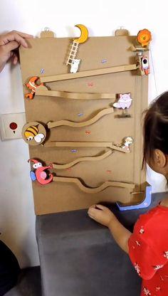 Diy Toys For Babies, Diy For Kids, Kids Toys, Crafts For Kids, Cardboard Toys, Cardboard Crafts Kids, Diy Crafts For Gifts, Fun Crafts, Creative Activities For Kids