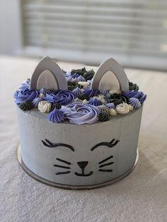 Reddit - cakedecorating - Birthday cake for a cat lover ! 😻 Birthday Cake For Cat, Animal Birthday Cakes, Themed Birthday Cakes, Themed Cakes, 8th Birthday, Birthday Ideas, Kitten Cake, Kitten Party, Cupcakes