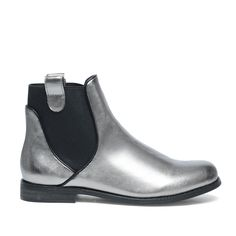 Shiny Chelsea boots #Chelsea boots #Zilver #boots
