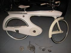 Old Bicycle, Bicycle Art, Retro Bike, Chrysler Cars, Classic Bikes, Truck Bed, Vintage Bicycles, Custom Bikes, Metal Art