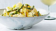 Egg Noodles with Asparagus & Grated Egg Yolks: Crisp-tender asparagus, bright lemon zest and juice, rich mascarpone, and salty Pecorino Romano make a sensational sauce for this one-pot pasta dish. Easy Easter Recipes, Easter Dinner Recipes, Brunch Recipes, Healthy Dinner Recipes, Appetizer Recipes, Yummy Recipes, Appetizers, Yummy Food, Gastronomia