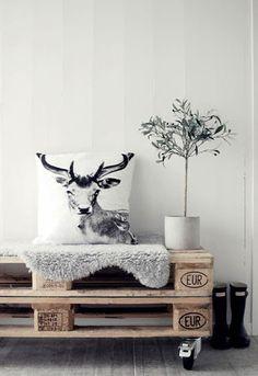 Combineer grijs met hout en pallets voor een Scandinavische look