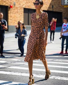 "1,049 Gostos, 7 Comentários - STYLEBOP.com (@stylebop) no Instagram: ""Giovanna Battaglia shows us how print-clash is done in a silk leopard print DVF wrap dress and…"""