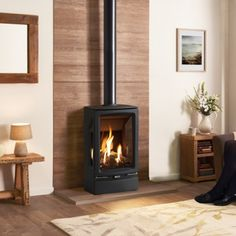 Gazco Vogue Midi T Balanced Flue Gas Stove Gas Stove Fireplace, Wood Burner Fireplace, Home Fireplace, Gas Fire Stove, Wood Stove Hearth, Gas Log Burner, Log Burner Living Room, Indoor Electric Fireplace, Corner Wood Stove