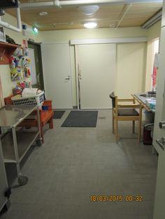 Nikulan pesuhuoneen ja saunatilan yhteydessä on pukuhuone. Sama tila on myös ns. kodinhoitohuone, jossa puhtaan pyykin säilytys ja jakaminen asukashuoneisiin eteenpäin. Pukuhuoneesta mahdollista päästä wc-tilaan.