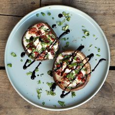 The Caprese of Portobello Good Healthy Recipes, Healthy Snacks, Vegetarian Recipes, Champignon Portobello, Cobb Bbq, Diner Recipes, Tapas, Bbq Party, Summer Recipes
