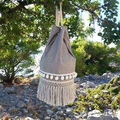 'Breeze' sack ~ ♡ ~ in adventures.. #breeze #summersack #summerbag #summerstyle #summer #beachbag #beachstyle #pompom #vessels #fringes #circe #circehandmadegoods #circe_goods #paradise #ropes #canvasbag #canvas #sack #bag #sea #salt Summer Bags, Fringes, Burlap, Paradise, Reusable Tote Bags, Beach, Instagram Posts, Handmade, Bangs