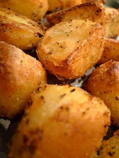Creamy, Crusty, Delicious Roast Potatoes British chef Heston Blumenthal pioneered a technique by which potatoes are halved and boiled, then shocked with cold water, before a long hot oil bath in the oven. Best Roast Potatoes, Pan Roasted Potatoes, Potatoes In Oven, Roasted Potato Recipes, Veggie Recipes, Cooking Recipes, Roast Recipes, Veggies, Vegetarian Cooking