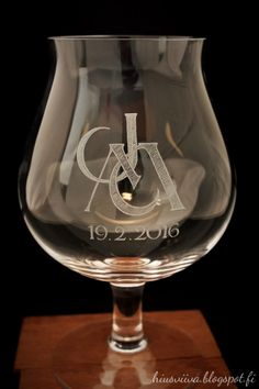 Olutlasin JM monogrammi. -Glass engraving