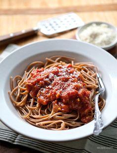 Dinner Tonight: Spicy Slow Cooker Pasta Sauce