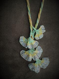 Naszyjnik ginkgo biloba w zieleni i złocie
