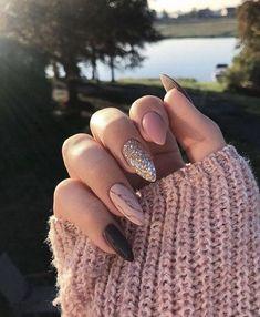 9 Trendy Fall Nails Art Designs Ideas To Look Autumnal and Charming – autumn nail art ideas , fall nail art, short nail art designs, autumn nail color… - New Pin Dark Nails, Matte Nails, Fake Gel Nails, Cute Acrylic Nails, Fun Nails, Acrylic Nails For Fall, Acrylic Art, Almond Nail Art, Black Almond Nails
