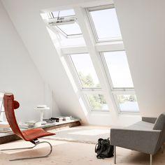 Distribución e instalación de ventanas de tejado Velux, la conocida marca danesa famosa por la calidad de sus ventanas para áticos y tejados.