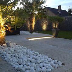 That will motivate you Inspirational Garden Lighting Design Ideas 7 Modern Landscaping, Front Yard Landscaping, Pond Design, Landscape Design, Balkon Design, Beach Gardens, Terrace Garden, Landscape Lighting, Tropical Garden
