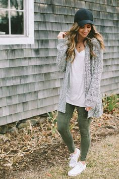 See our simple, comfortable & effortlessly lovely Casual Fall Outfit inspiring ideas. Get encouraged with one of these weekend-readycasual looks by pinning one of your favorite looks. casual fall outfits for teens Legging Outfits, Cardigan Outfits, Casual Outfits, Cute Outfits, Comfortable Fall Outfits, Leggings Outfit Fall, Comfy Casual, Dress Casual, Comfortable Fashion
