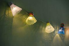 แขวนไฟราวประดับจากลูกขนไก่ / shuttlecock lights garland hang on the wall