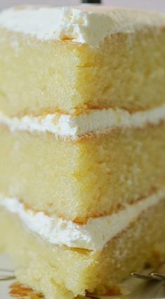 Vanillekuchen mit dem Buttercreme-Bereifen Kuchen ButtercremeBereifen dem mit Va… Vanilla cake with buttercream-frosting cake. Buttercream tire with vanilla cake Vanilla Cake From Scratch, Cake Recipes From Scratch, Easy Cake Recipes, Baking Recipes, Dessert Recipes, White Cake Recipes, Yellow Cake From Scratch, Easy White Cake Recipe, White Donut Icing Recipe