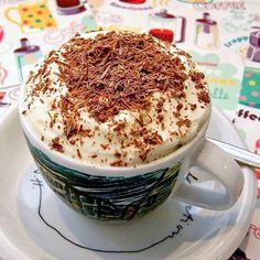 Cappuccino ice cream. Verras je gasten eens met een kopje cappuccino-ijs! Het…