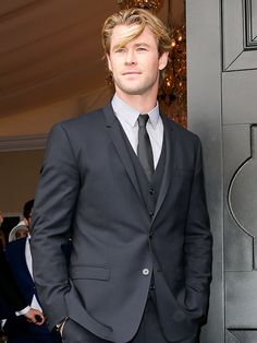 It's a dapper day at the races for Chris Hemsworth as he attends Derby Day in Melbourne, Australia, on Saturday.