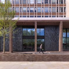 Fantastic design by Stanton Williams and Universal Design Studio of Tintagel House, London for The Office Group using a rich mix of 60% of our Purple bricks and 40% of our Ipswich #bricks in a #Synthesis mosaic blend. A new hub for entrepreneurs contributing to the energy of the neighbourhood. Stanton Williams, Clay Pavers, Bricks, The Neighbourhood, London, Mansions, Studio, House Styles, Edinburgh