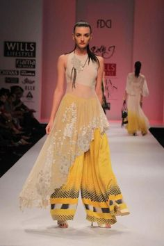 10 Indo-Western Fashion Trends You Should Definitely Try This Diwali India Fashion, Asian Fashion, Fashion Show, Fashion Design, Pakistani Dresses, Indian Dresses, Indian Outfits, Indian Clothes, Indian Designer Outfits