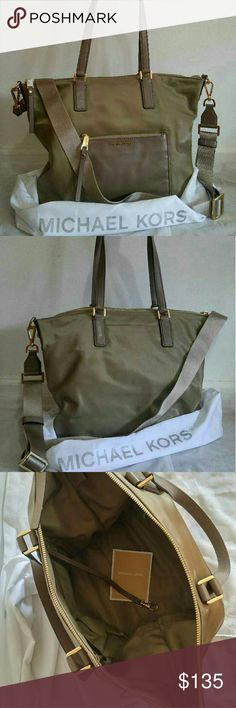 MK Ariana Large Tote *Retailer price: $248* *BRAND NEW without tag, unworn* Tote bags work great for days at the beach, picnics or any other occasion when a woman has to carry a lot of items. Take advantage of the utilitarian design of tote bags and shoppers and use one when you're wearing casual clothing, like jeans and a sweater. When choosing a tote bag that can be taken to the office, select one in a neutral color, possibly out of leather, so it won't take away from your pro. Michael…