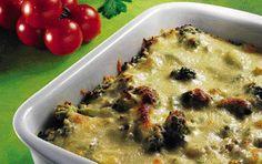 Pastafad med hakket oksekød og broccoli
