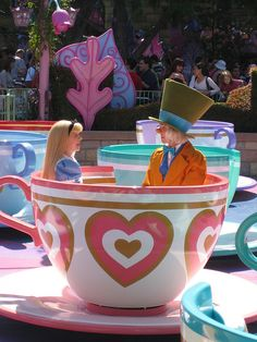 Mad Hatters Tea Cups I want to be in that tea cup sooooo bad! <3 <3