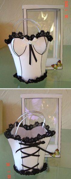 Corset Bag by Sandra Lamb, using a card making template from Card Carousel. Card Making Templates, Paper Purse, Fairy Clothes, Dress Card, Purse Tutorial, 3d Paper Crafts, Up Book, Pretty Box, 3d Cards