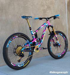 A next level custom Santa Cruz custom painted frame fork and matching Photo and Build: Mt Bike, Mtb Bicycle, Hardtail Mountain Bike, Mountain Biking, Hardtail Mtb, Velo Dh, Bike Downhill, Vtt Dirt, Velo Biking