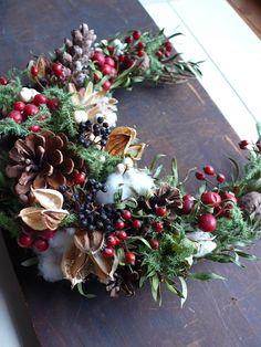 Christmas Advent Wreath, Christmas Swags, Holiday Wreaths, Rustic Christmas, Xmas Tree, Christmas Crafts, Christmas Arrangements, Christmas Centerpieces, Flower Arrangements