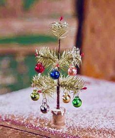 ❤️💚❤️💚 Silver Christmas Decorations, Vintage Christmas Ornaments, Retro Christmas, Rustic Christmas, Christmas Holidays, Christmas Wreaths, Father Christmas, Tiny Christmas Trees, Christmas Villages