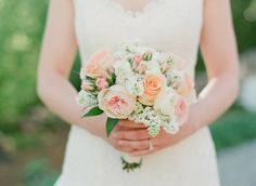 Peach and Ivory Bouquet | photography by photography by http://www.buffydekmar.com/