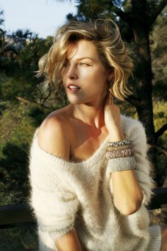 Ali Larter. That hair and that SWEATER!!