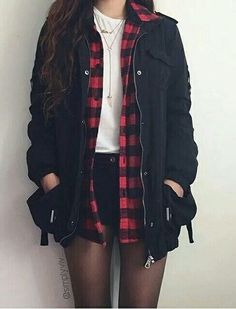 •Fashion: Casaco, blusa xadrez, camiseta e short