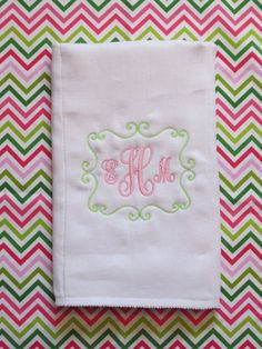 Custom Boutique Monogrammed Burp Cloth and by doodlegirls on Etsy, $18.00 Baby Monogram, Embroidery Monogram, Embroidery Fonts, Embroidery Designs, Diy Sewing Projects, Sewing Crafts, Baby Burp Cloths, Baby Bibs, Burp Rags