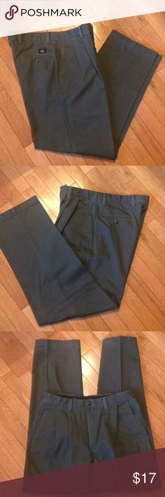 Dockers pleated pants Dockers No Wrinkle Twill classic fit pleated pants.  Great condition!  Olive green, no measurement tag.  Refer to pic - 32X31. Dockers Pants Chinos & Khakis
