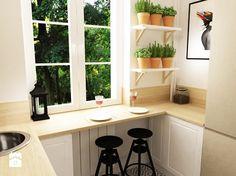 mała kuchnia z drewnianym blatem