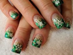 Want to try this in light blue and silver glitters for snowy winter days. nk                                Snowy Nail Designs