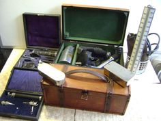 Ophthalmoscope Gowllands ,Lameris stethoscoop, dokterskoffertje e.a.