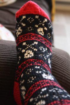 Skull XBone sock, knit by me. Sock Loom, Sock Knitting, Knit Socks, Skull And Bones, Knit Or Crochet, Skulls, Crocheting, Knitting Patterns, Fiber