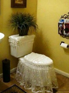 The ultimate interior design fails revealed Greek Memes, Funny Greek Quotes, Plumbing Humor, Too Close For Comfort, Design Fails, Funny Statuses, Epic Fail Pictures, Decoration Design, Bedroom Themes