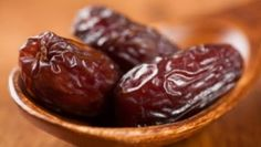 Deglet Nour Dates Fasting Ramadan, Deglet Nour, Health Benefits Of Dates, All Vitamins, Can Dogs Eat, Alkaline Foods, Dog Eating, Clean Eating, Healthy Fruits