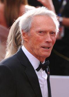 """Eastwood nega que ameaçou matar Michael Moore: """"mas não seria má ideia"""" #Ator, #Cinema, #Filme, #Fotos, #Guerra, #LasVegas, #Morte, #Mundo, #NovaYork, #Oscar http://popzone.tv/eastwood-nega-que-ameacou-matar-michael-moore-mas-nao-seria-ma-ideia/"""