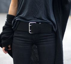 Love this look big black belt with dark casual clothes! Fashion Mode, Look Fashion, Womens Fashion, Fashion Black, Fashion Clothes, Fashion Beauty, Looks Style, Style Me, Vetements Clothing