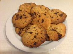 Breakfast idea Boston: XXL chocolate chip cookies and vanilla milk Vanilla Milk, Blog Pictures, Chocolate Chip Cookies, Breakfast Recipes, Cloud, Easy Meals, Muffin, Desserts, Chocolate Pudding Cookies
