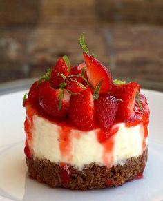 Cheesecake recipes, small desserts, mini desserts, no bake desserts, desser Mini Strawberry Cheesecake, Lime Cheesecake, Strawberry Desserts, Cheesecake Recipes, Dessert Recipes, Homemade Cheesecake, Classic Cheesecake, Dessert Blog, Small Desserts