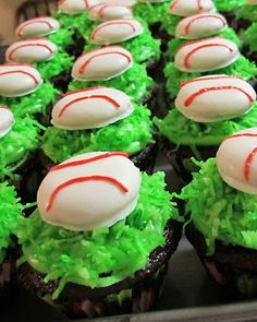 Score a home run with baseball cupcakes. Crazy Cookies, Cupcake Cookies, Baseball Cupcakes, Baseball Party, Good Food, Yummy Food, Fun Food, Yummy Recipes, Holiday Recipes
