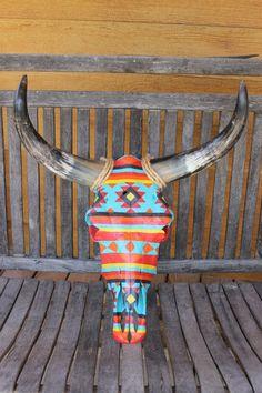 Hand Painted Cow Skull Southwest Pattern - Amazing Homes Interior Bull Skulls, Deer Skulls, Animal Skulls, Cow Skull Decor, Cow Skull Art, Southwestern Decorating, Southwest Decor, Painted Cow Skulls, Hand Painted